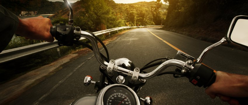 W oddali ryk silników motocyklowych